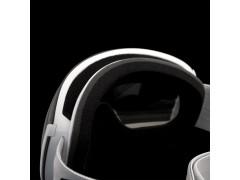 Dettaglio del foam a della ventilazione superiore di una maschera da sci Out Of Earth