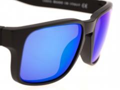 Dettaglio della lente destra di un occhiale da sole Out Of Sworfish